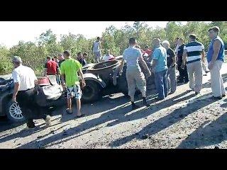 Авария на Мурманском шоссе Санкт-Петербург в пятницу 13 августа 2010 г.Смотреть на 4:20 минуте-ужасс просто всмятку зажата под ф
